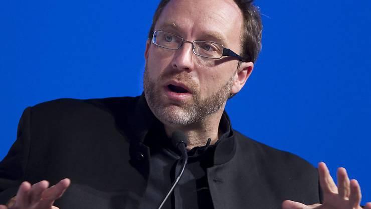 Der Wikipedia-Gründer Jimmy Wales sieht in seinem neuen Online-Netzwerk WT.Social (WikiTribune Social) einen Konkurrenten für Twitter. (Archivbild)