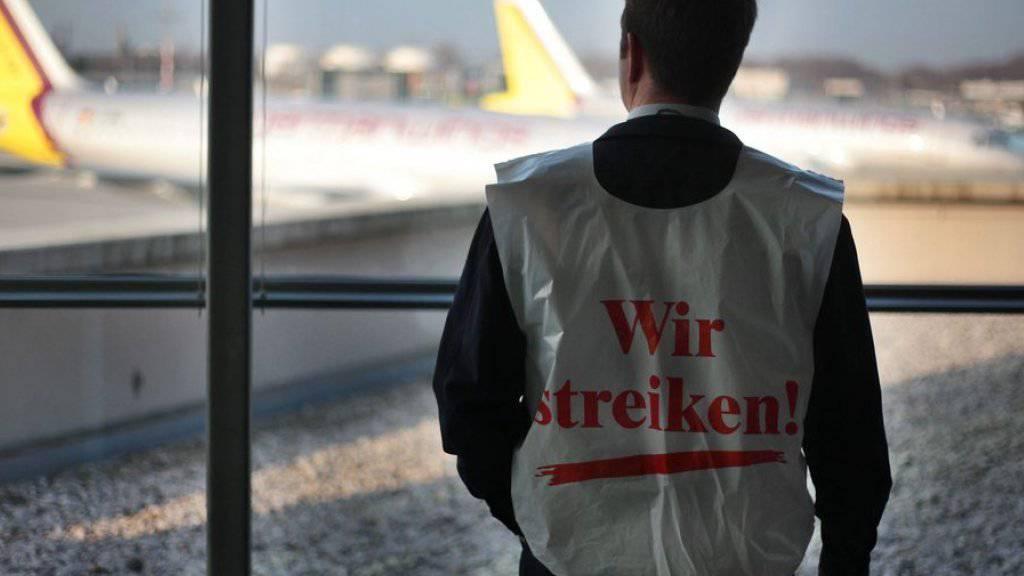 Lufthansa streicht wegen Streiks am Dienstag mehr als 800 Flüge