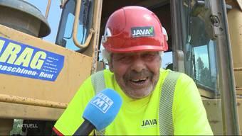 Lorenz Haller ist bereits 73, kann aber einfach nicht von den Bau-Schwergewichten lassen. In Oensingen fährt er einen 100 Tonnen schweren Bulldozer.