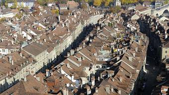 Das Berner Kantonsparlament lässt Läden in der Untereren Altstadt Berns auch an Feiertagen öffnen. (Archivbild)