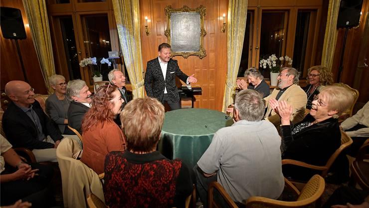 Zauberer «Magrée» alias Marcel Grether begeistert das Publikum mit seinen Darbietungen.