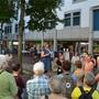 Rund 30 Personen haben im Juni 2017 teilgenommen an einem Rundgang zum Thema Armut in Brugg. Archiv AZ
