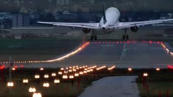 Landung eines Jets am Flughafen Zürich-Kloten
