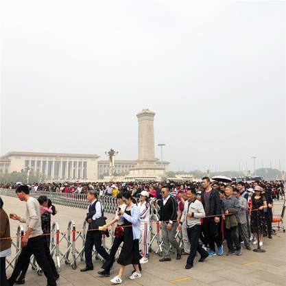 Heute: Schlange vor dem Mao-Mausoleum.