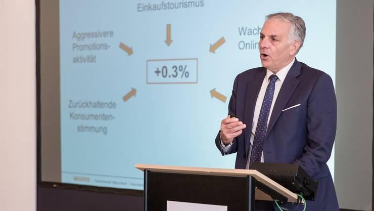 Migros-Basel-Geschäftsleiter Stefano Patrignani erläutert den Realumsatz-Zuwachs im «garstigen Umfeld für den Schweizer Detailhandel».