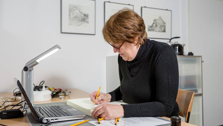 Bleistiftzeichnerin Monica Hollenweger eröffnet am Freitag ihr Atelier in Unterengstringen. Sie zeichnet vor allem Gebäude und Städte.