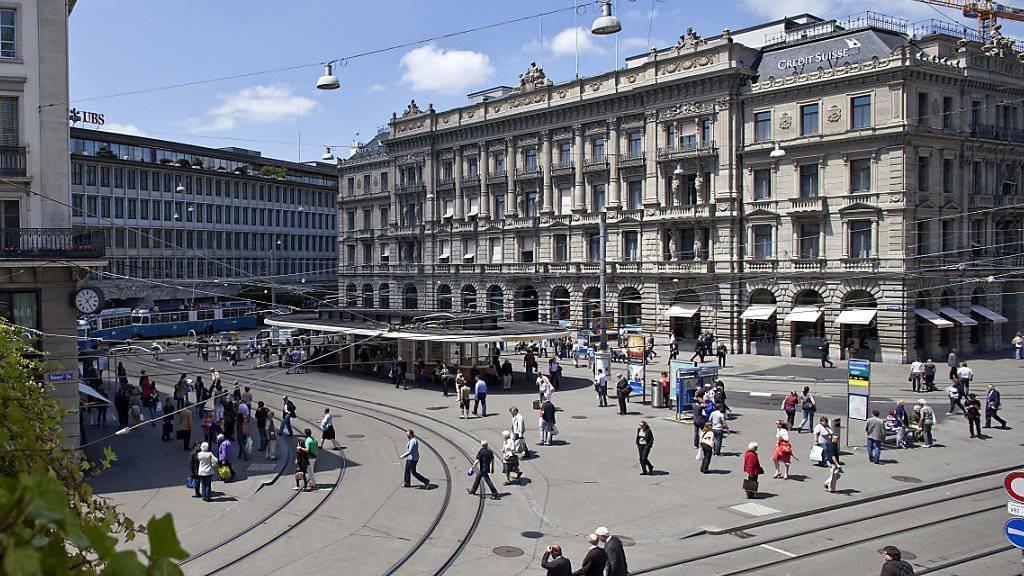 Für ausländische Bankkunden soll das Bankgeheimnis bald nicht mehr gelten. Darauf haben sich die Banken am Paradeplatz eingestellt.