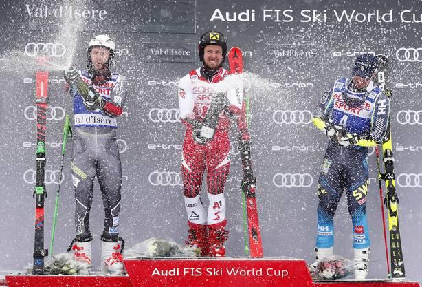 Henrik Kristoffersen (.) bleibt erneut nur Rang zwei hinter Hirscher (Mitte). Mats Olsson belegt Rang drei.