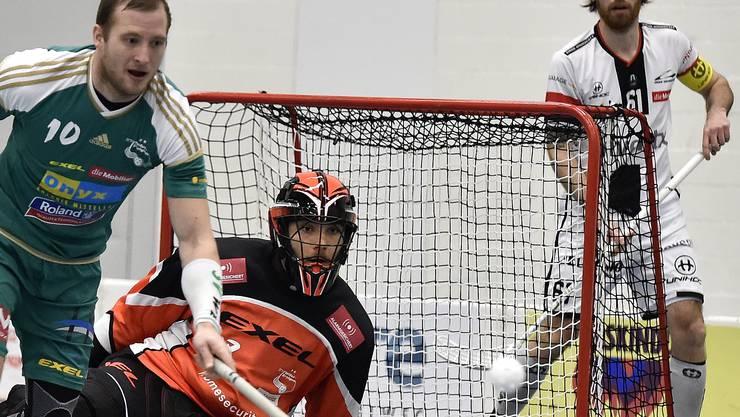 Dave Wittwer und Nicolas Wolf wollen sich gegen Chur (im Bild Joel Hirschi) die 10. Cupfinalqualifikation der Vereinsgeschichte holen.