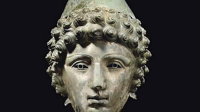 Der versteigerte Bronzehelm
