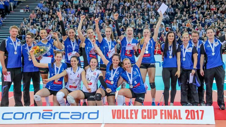 Sm'Aesch Pfeffingen verliert den Cupfinal gegen das überlegene Volero Zürich. Die Spielerinnen müssen mit der Silbermedaille vorlieb nehmen.