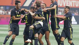Jubel bei Juventus nach dem verwandelten Elfmeter von Mattia De Sciglio (Nummer 2)