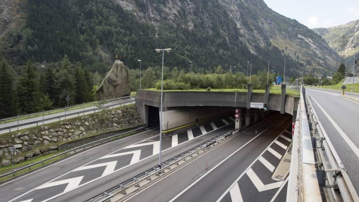 Die Stimmbevölkerung wird am 28. Februar 2016 zum dritten Mal über den Bau einer zweiten Gotthardröhre abstimmen. (Archivbild)