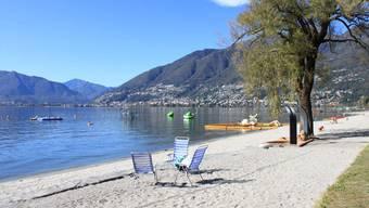 So sehen Badeferien in der Schweiz aus: Das Feriendorf «Campofelice» in Tenero TI lockt mit einem langen Sandstrand.