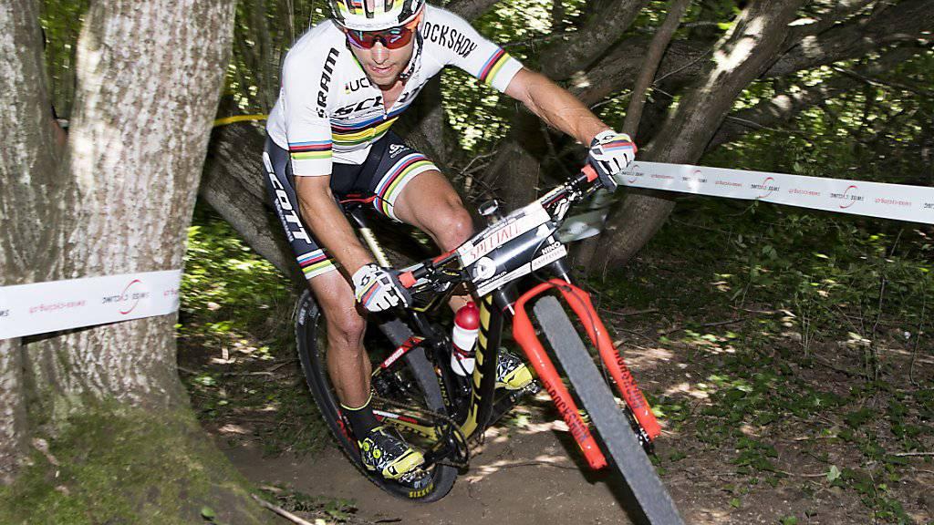 Weiter unbesiegt: Nino Schurter gewinnt in Mont-Sainte-Anne auch das fünfte Weltcuprennen der Saison. (Archivbild)