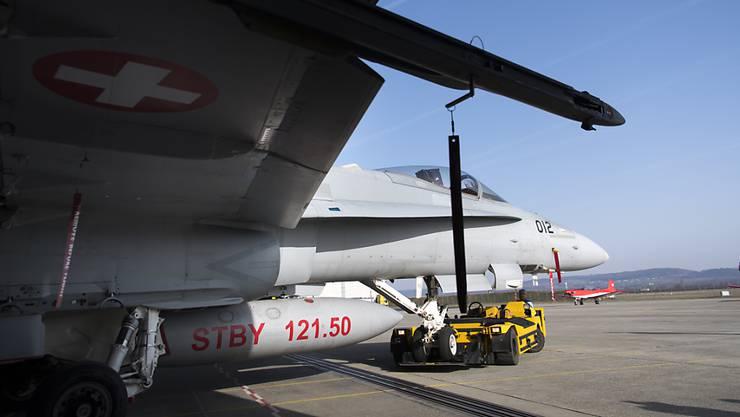 Da sich die Sanierung der F/A-18  verzögert, stehen in den nächsten Jahren weniger Kampfjets für den Einsatz zur Verfügung. (Achivbild)