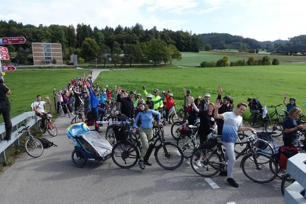 Zum Schluss fuhren rund 100 Menschen aus Langenthal, Olten und Umgebung durch Bern an die nationale Klimademo. (Foto: Raphael Schär)