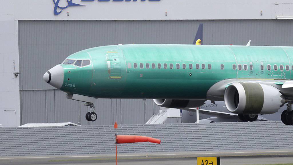 Tausende Piloten sind gegen eine rasche Wiederzulassung der problembehafteten Boeing-737-Max-Serie. (Archivbild)