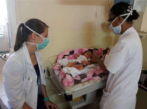 Das sechs Tage alte Mädchen wurde mit einer schweren Infektion eingeliefert.