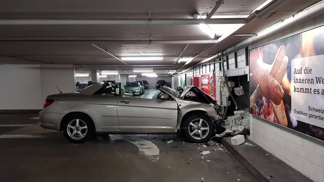 Unfall im Bieltor-Parkhaus in Solothurn: Ein Mann kracht in eine Wand