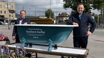 Stiftungsratspräsident Urs F. Meier und Museumsleiter Marc Philipp Seidel eröffnen beim Bahnhof die Wannenparade.