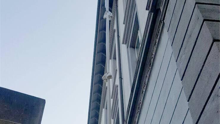 Ein Bauarbeiter hat das Leintuch-Seil fotografiert. Keystone