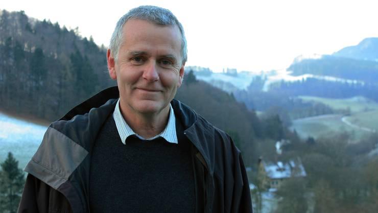 Wirtschaftsförderer Hans Weber steht in Langenbruck, hinter ihm beginnt die Region Thal.Eva Wieser