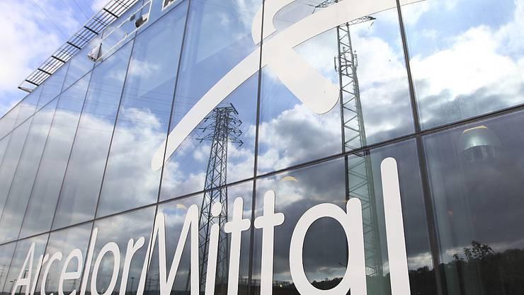 Der Stahlkonzern ArcelorMittal stellt tausende Arbeitsplätze in Italien zur Disposition. (Archivbild)