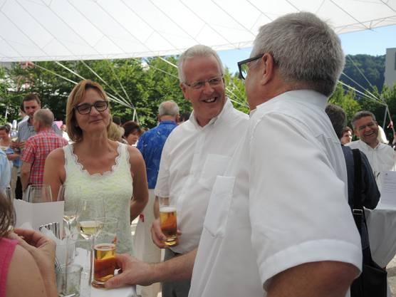von links das Unternehmerpaar Susanne und Werner Eglin mit FDP-Parteipräsident Matthias Bernhard