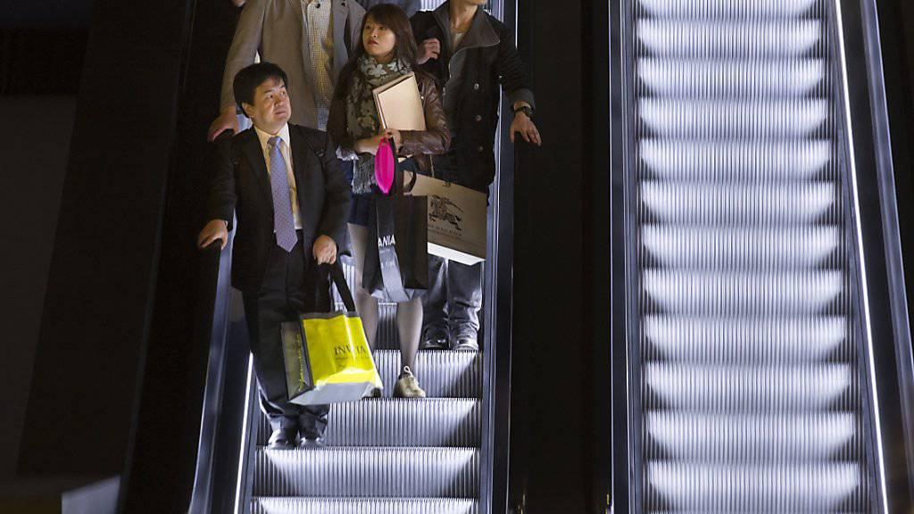 Der Lift- und Rolltreppenhersteller Schindler hat im Halbjahr bei Umsatz und Gewinn zugelegt. (Archivbild)