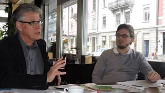 Das Schicksal von Neuenhof liegt sowohl Werner Füllemann (l.) als auch Manuel Capitanio am Herzen. Jedoch unterscheiden sich ihre Auffassungen darin, wie die Zukunft der Gemeinde aufgegleist werden soll.