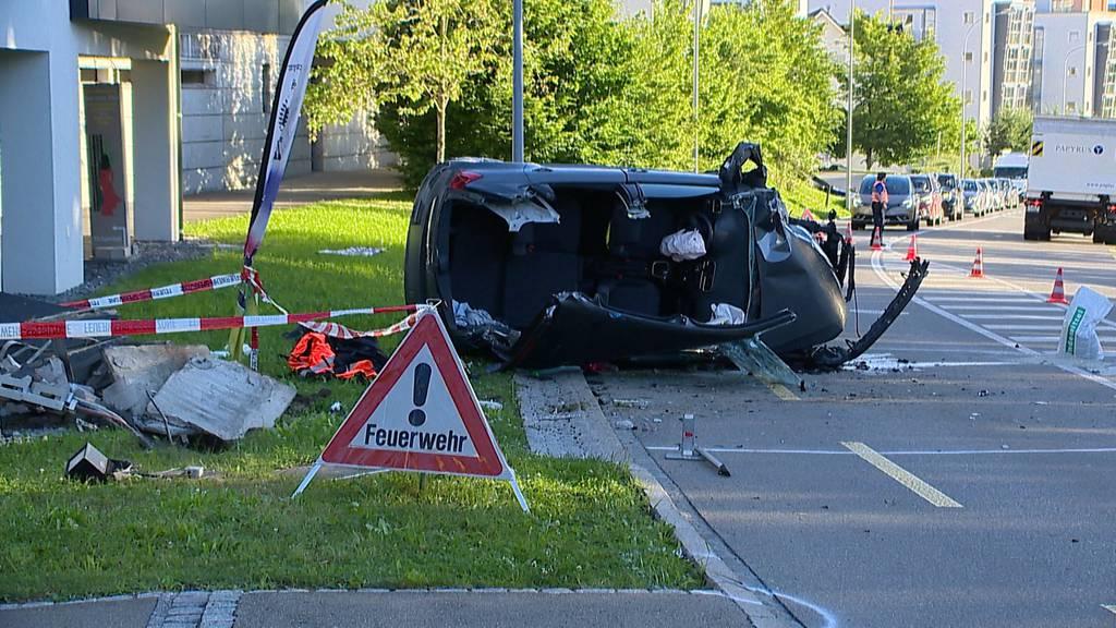 Selbstunfall in St. Gallen: 41-Jähriger nickt ein und knallt in Stromverteilerkasten