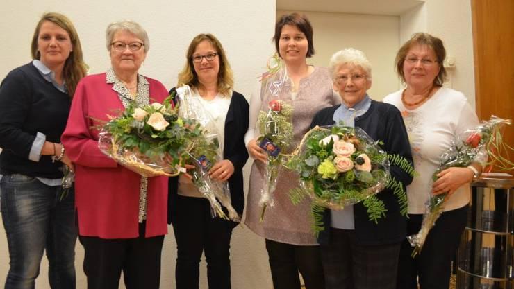 Der neu gewählte Vorstand mit den beiden Gründungsmitgliedernvon links nach rechts: Patricia Godena, Marcelle Ruflin, Mélanie Camenisch, Melanie Schönmann, Liseli Soder und Monika Weibel