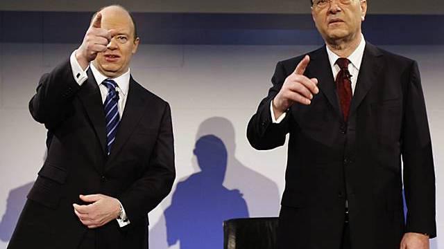 Oswald J. Grübel (rechts) und CFO John Cryan an der Bilanzmedienkonferenz