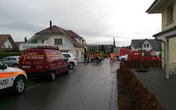 Der Tattag: Ein Grossaufgebot von Feuerwehr, Polizei und Rettungskräften ist vor Ort.
