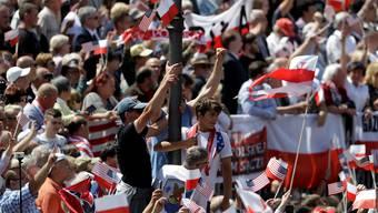 Begeisterte Polen empfangen Donald Trump in Warschau.