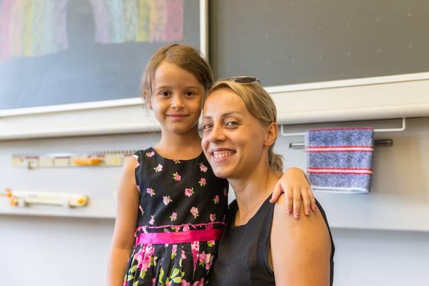 «Es ist sehr speziell für mich, meine Tochter beim ersten Schultag begleiten zu dürfen. Sie freut sich sehr, vor allem darauf, lesen zu lernen und Hausaufgaben zu bekommen.»