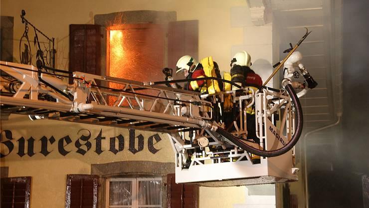 Am 3. April 2011 brannte es in der Seoner «Burestobe»; es entstand ein Millionenschaden. az-archiv/Michael Spillmann