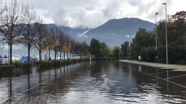 Der Lago Maggiore ist über die Ufer getreten