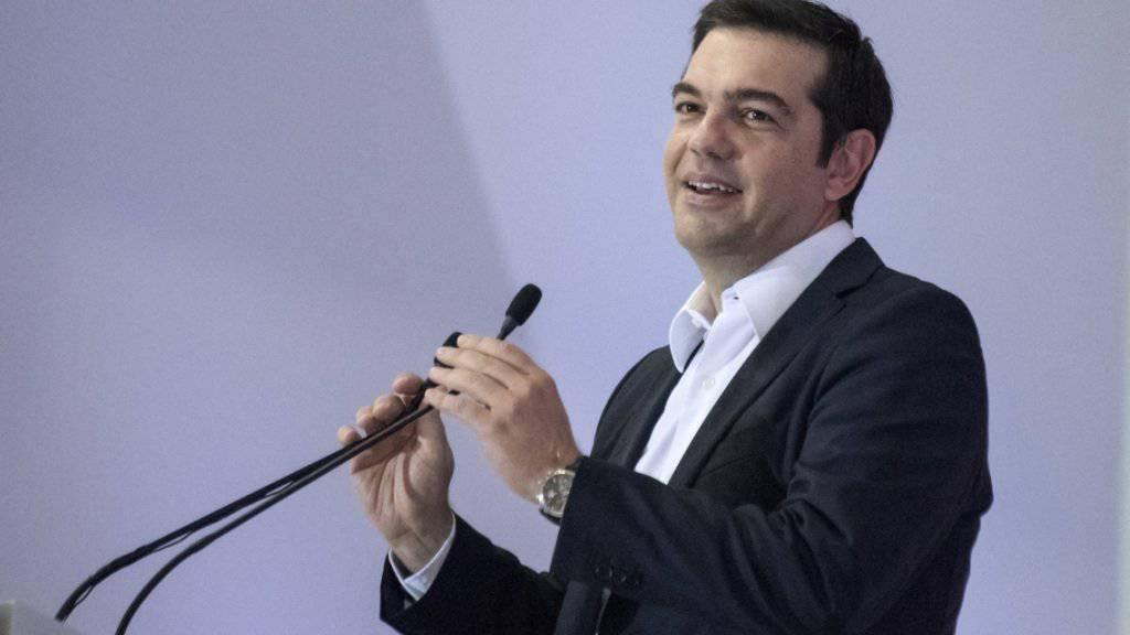 Bei einem Wahlkampfauftritt kündigte Alexis Tsipras, abgetretener griechischer Regierungschef, an, er werde weiterhin für Verbesserungen am Hilfspaket der internationalen Geldgeber kämpfen.