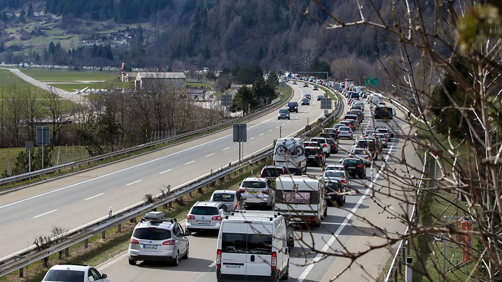 Bei der Rückreise ist am Südportal des Gotthard-Tunnels wieder Geduld gefragt. (Archivbild)