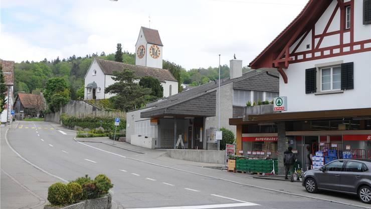 Das Postgebäude im Weininger Dorfzentrum soll nach der Schliessung der Postfiliale nicht lange leer stehen. Die Gemeinde beabsichtigt, es zu erwerben.