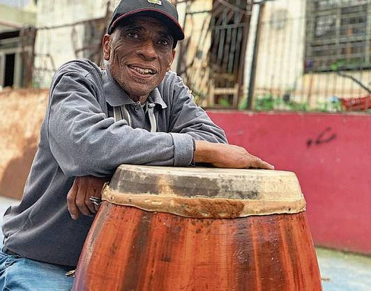 Trommelbauer Lobo Nuñez wurde schon vom Sänger der Rolling Stones besucht.