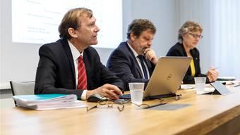 Finanzamtchef Andreas Bühlmann, Finanzdirektor Roland Heim und Fiko-Präsidentin Susanne Koch (v.l.) an der Medienkonferenz.