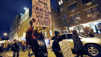 Demonstration in New York, weil der weisse Polizist Darren Wilson den 18-jährigen, unbewaffneten Schwarzen Michael Brown erschossen hat und dafür nicht angeklagt wird.
