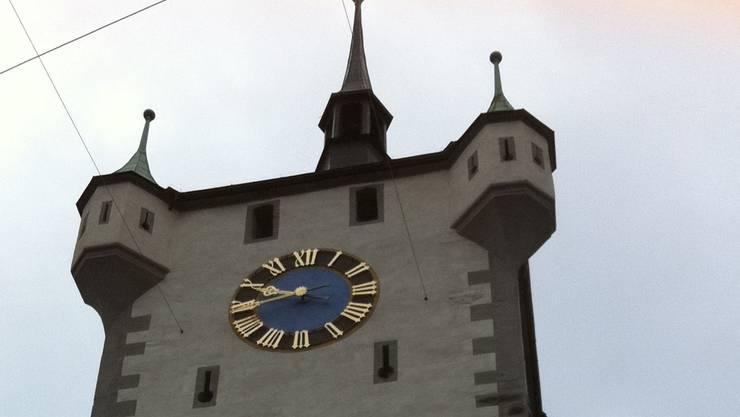 Beim Stadtturm beginnt die Geschichte mit Remigius Iseli.