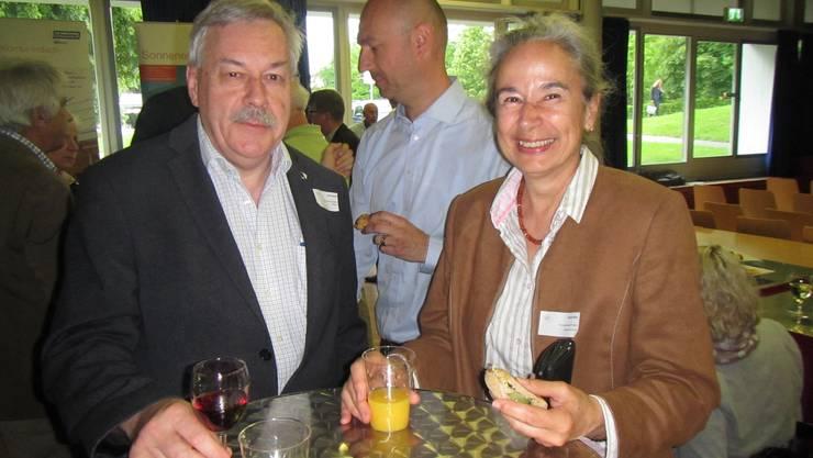 Kantonsratspräsident Rolf Steiner mit der Referentin und Energiebeauftragten Anita Binz