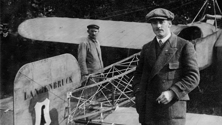 Oskar Bider am 26. Juli 1913 nach der Ankunft auf der Schützenmatt in Basel nach dem Rückflug von Mailand.