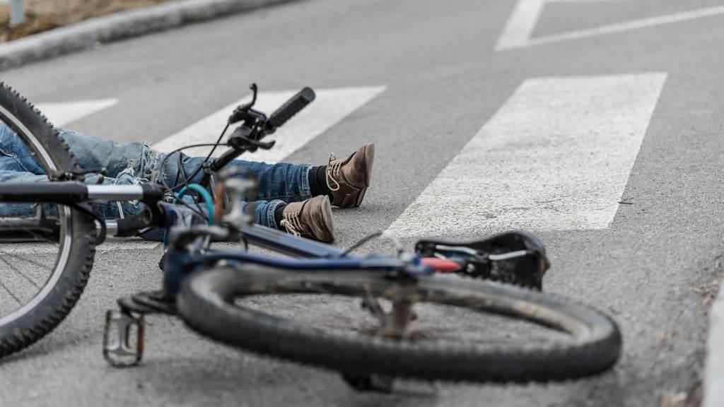 Beide Velofahrer verletzten sich. (Symbolbild)