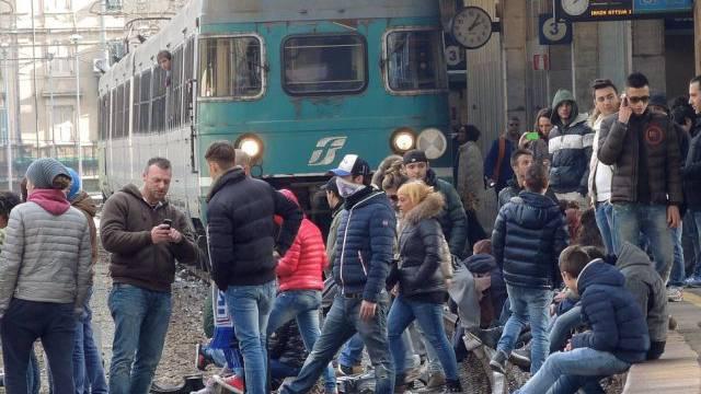 Protest in Italien: Arbeitslose besetzen Gleise in Genua